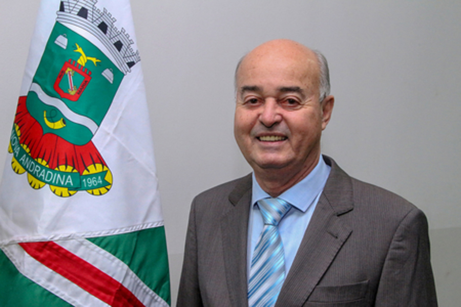 Center left or right prefeito gilberto garcia