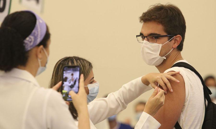 Center vacinacao contra covid 19 sao paulo rovsa abr 19012101074